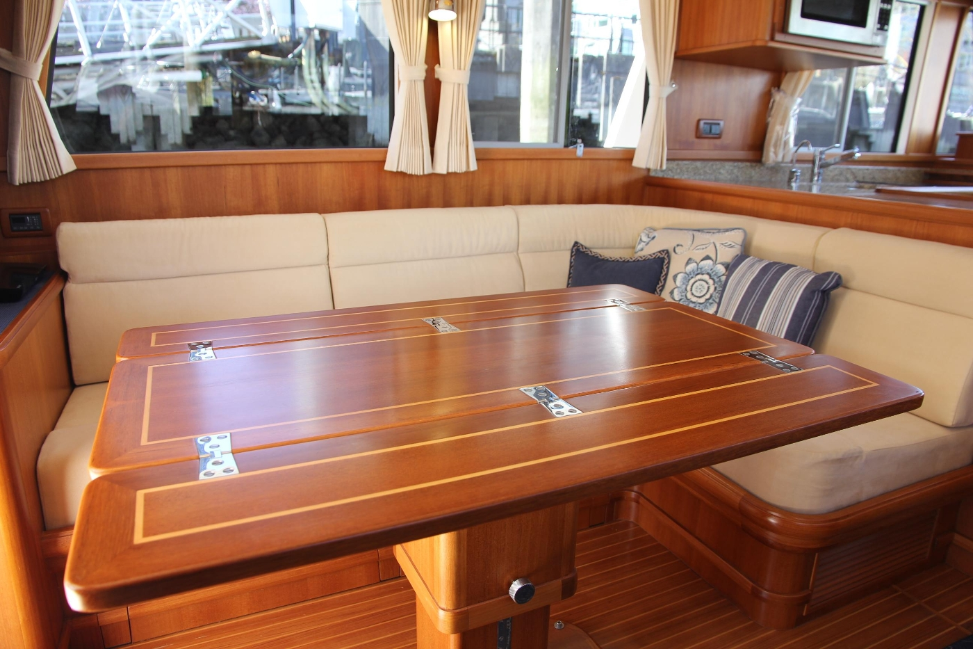 2009 Grand Banks 47 Europa, Hi-Low Dinning Table