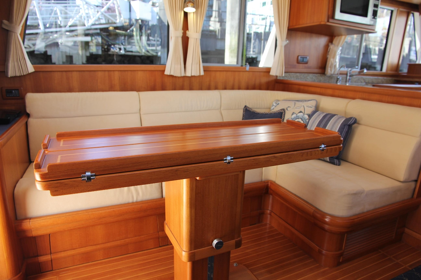 2009 Grand Banks 47 Europa, Hi-Low Folding Table