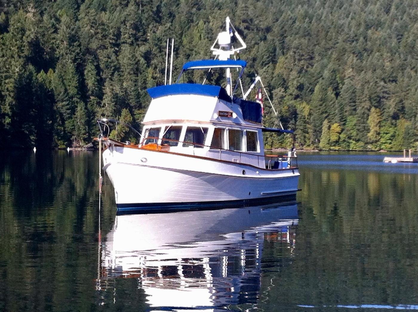 1988 Grand Banks 32, At Anchor