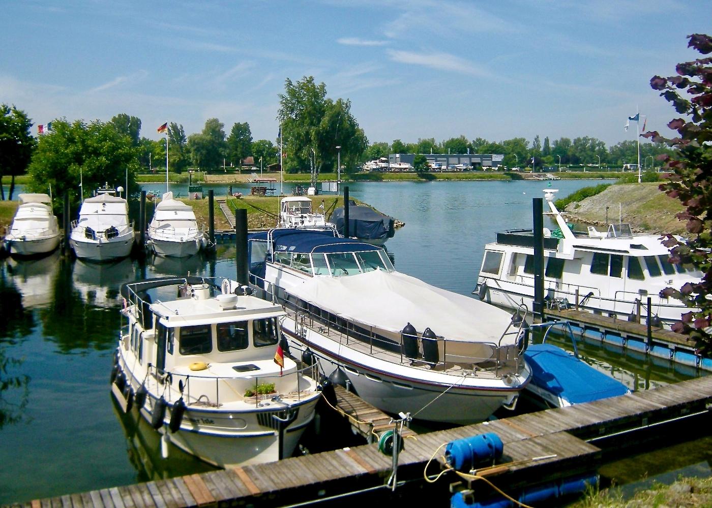 2001 Nordic Tugs 32 Pilothouse, Rhine River, Germany