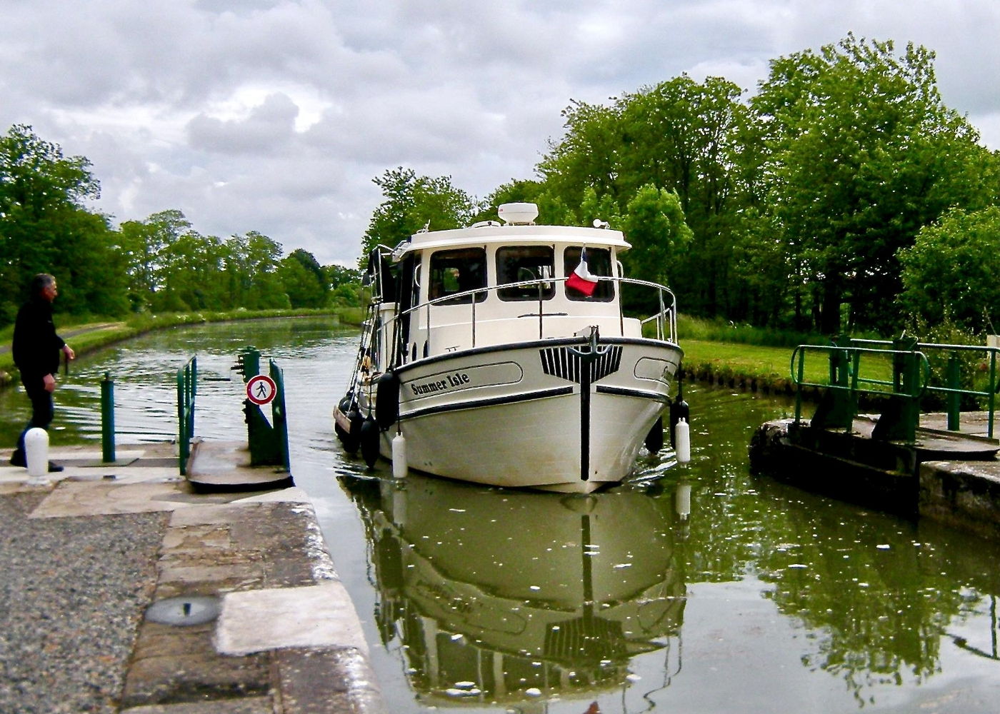 2001 Nordic Tugs 32 Pilothouse, Locks in France