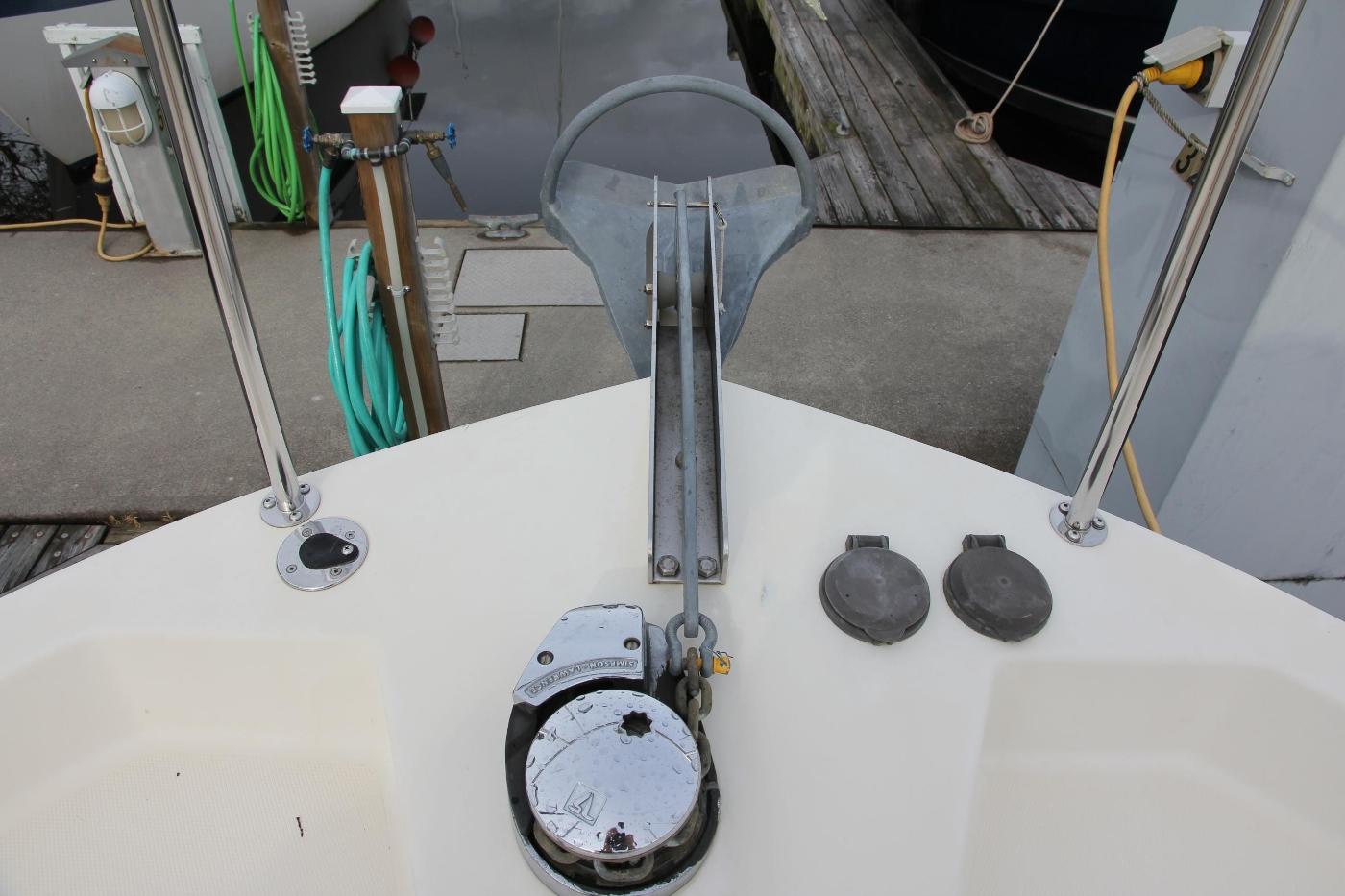 2001 Nordic Tugs 32 Pilothouse, Windlass