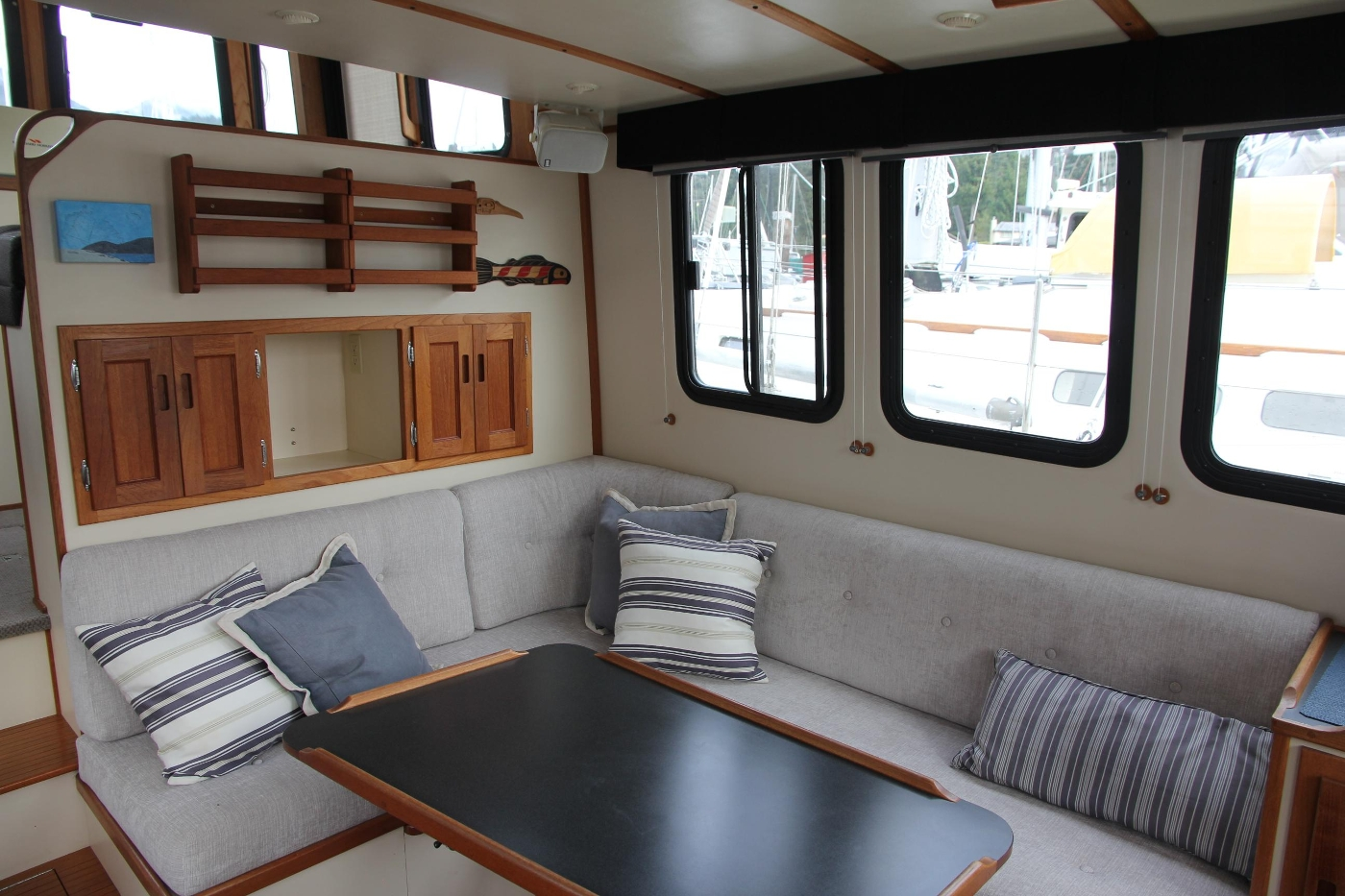 2001 Nordic Tugs 32 Pilothouse, Starboard Settee