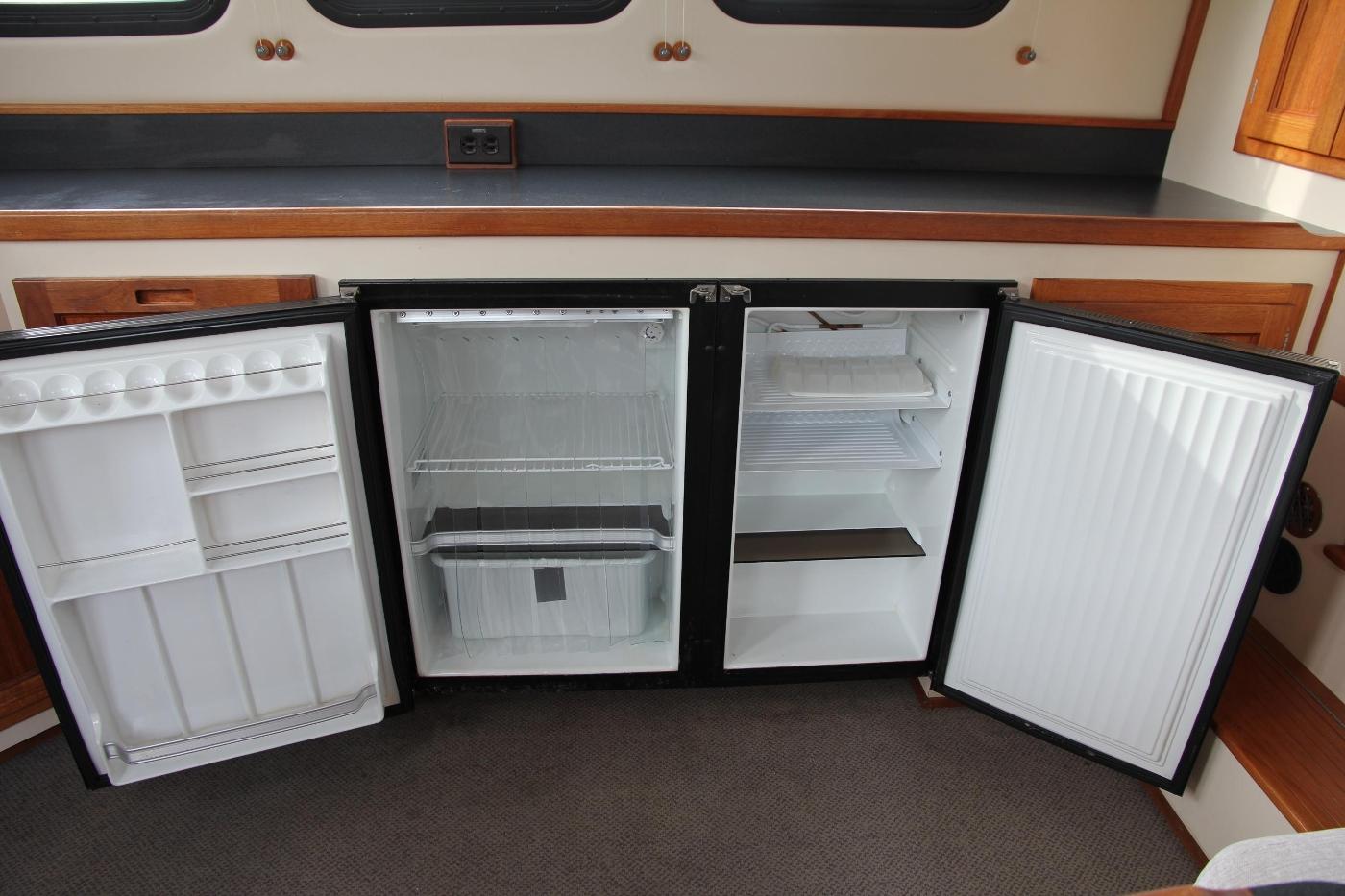 2001 Nordic Tugs 32 Pilothouse, Fridge and Freezer