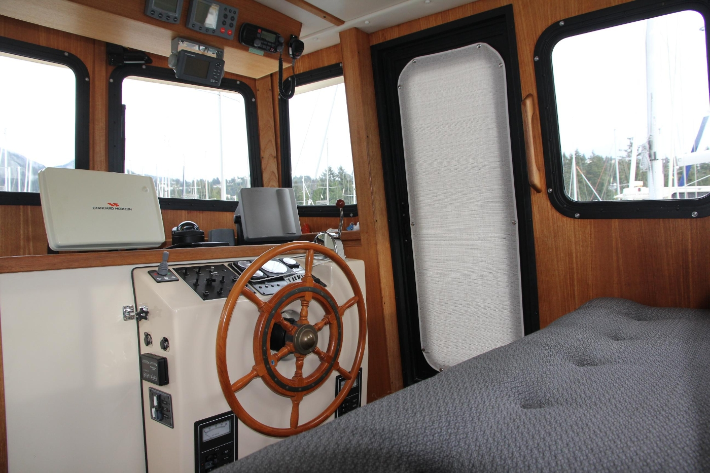 2001 Nordic Tugs 32 Pilothouse, Pilothouse and Helm