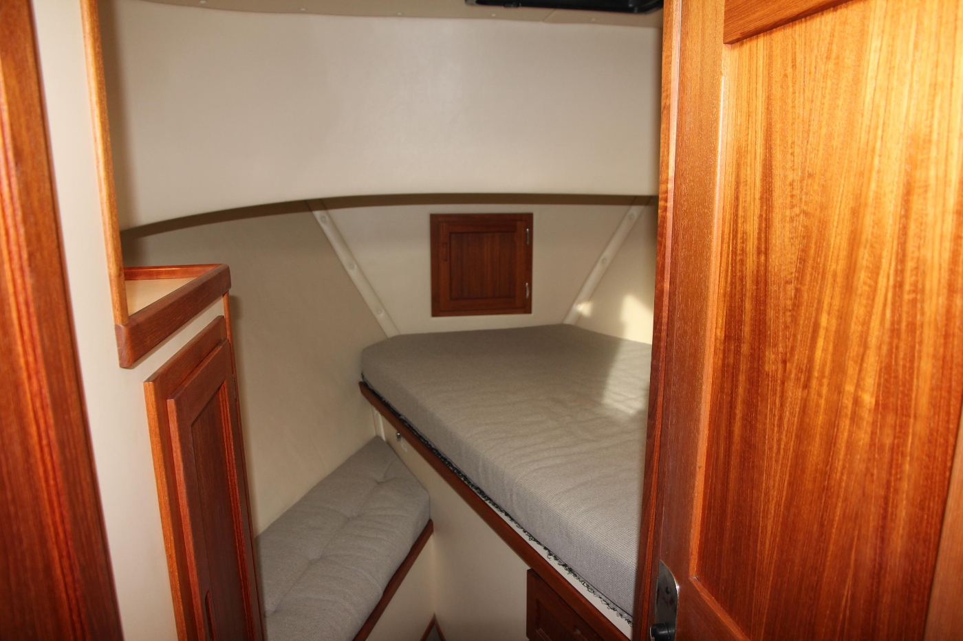 2001 Nordic Tugs 32 Pilothouse, Accommodation Cabin