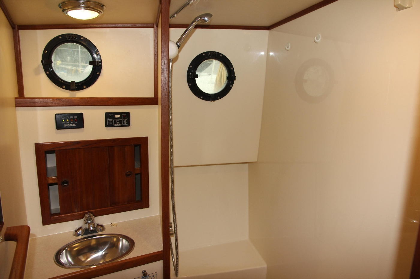 2001 Nordic Tugs 32 Pilothouse, Vanity and Shower