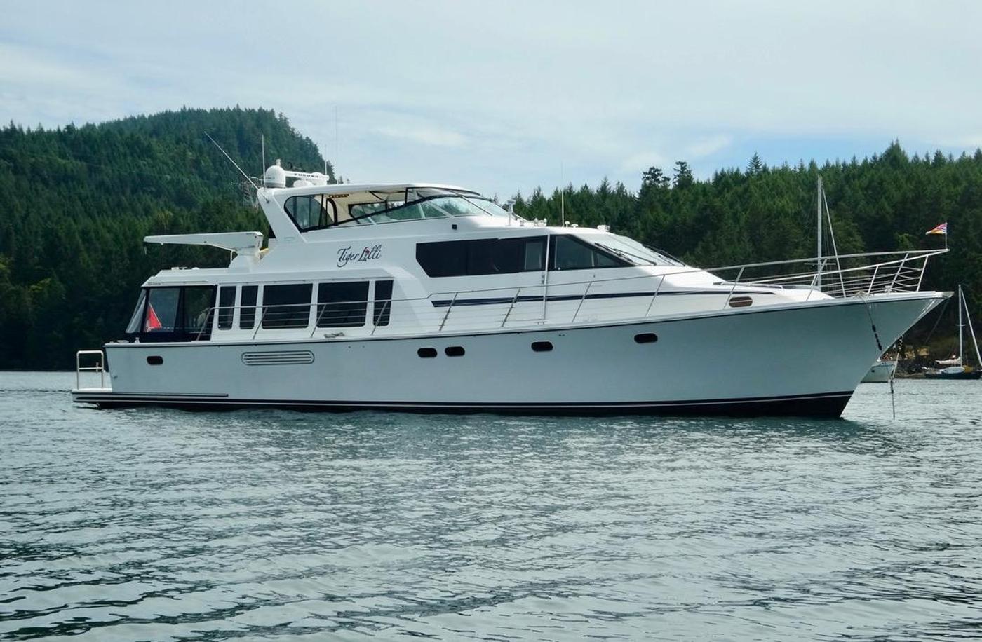 2004 Pacific Mariner 65 Diamond, At anchor