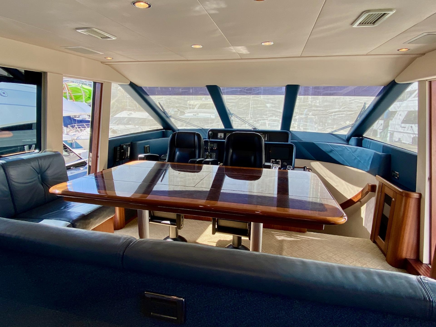 2004 Pacific Mariner 65 Diamond, Galley to pilothouse