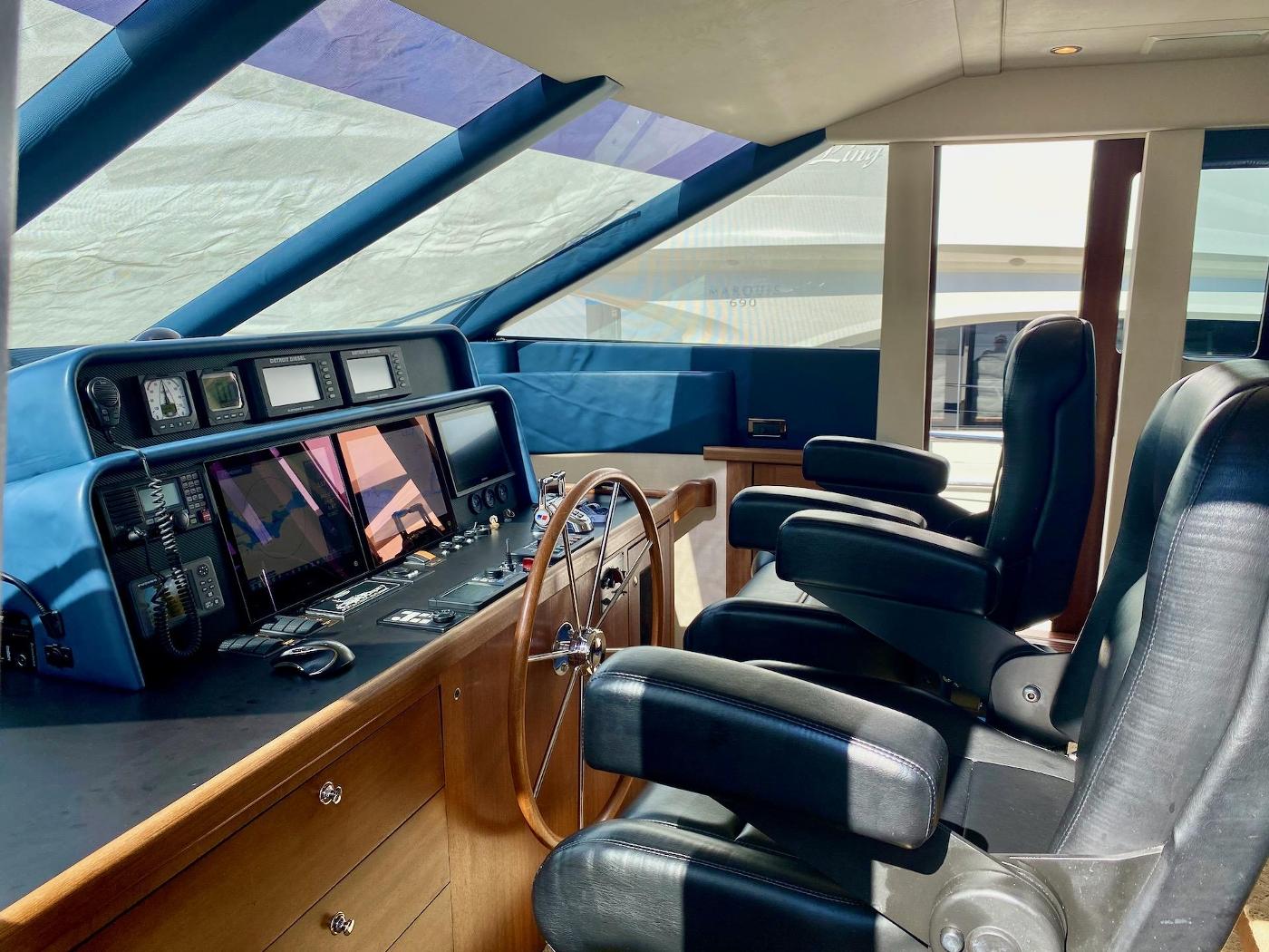 2004 Pacific Mariner 65 Diamond, Pilothouse helm