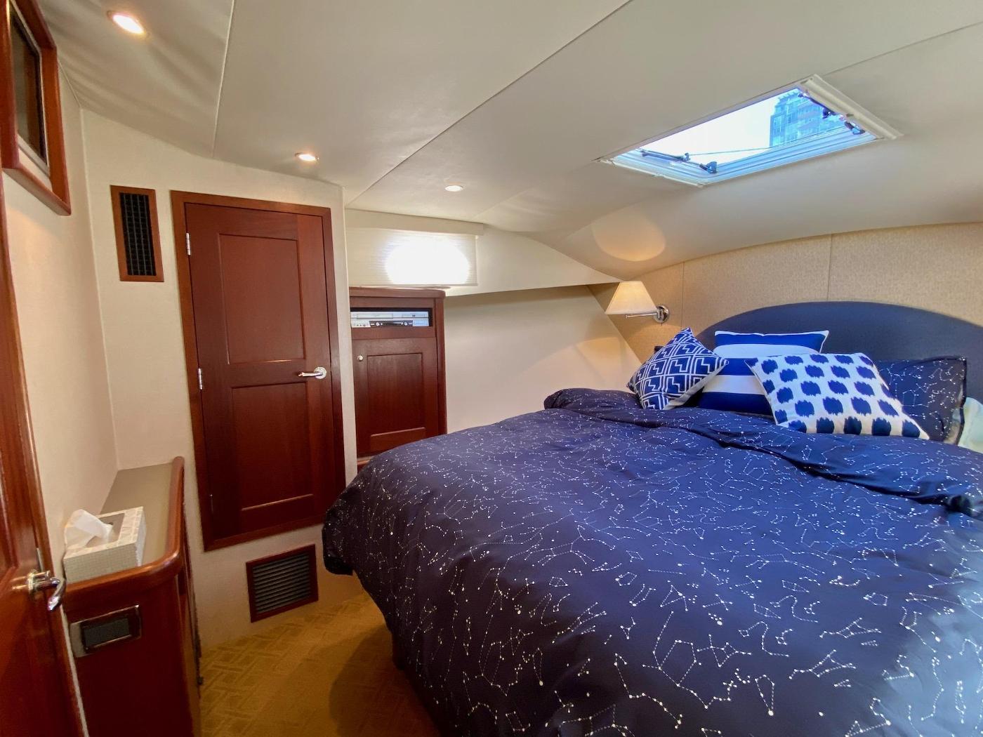 2004 Pacific Mariner 65 Diamond, Forward guest cabin