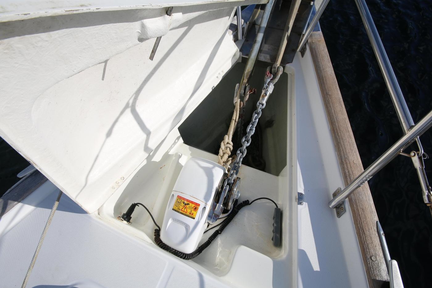1997 Beneteau Oceanis 461, Chain locker & Windlass