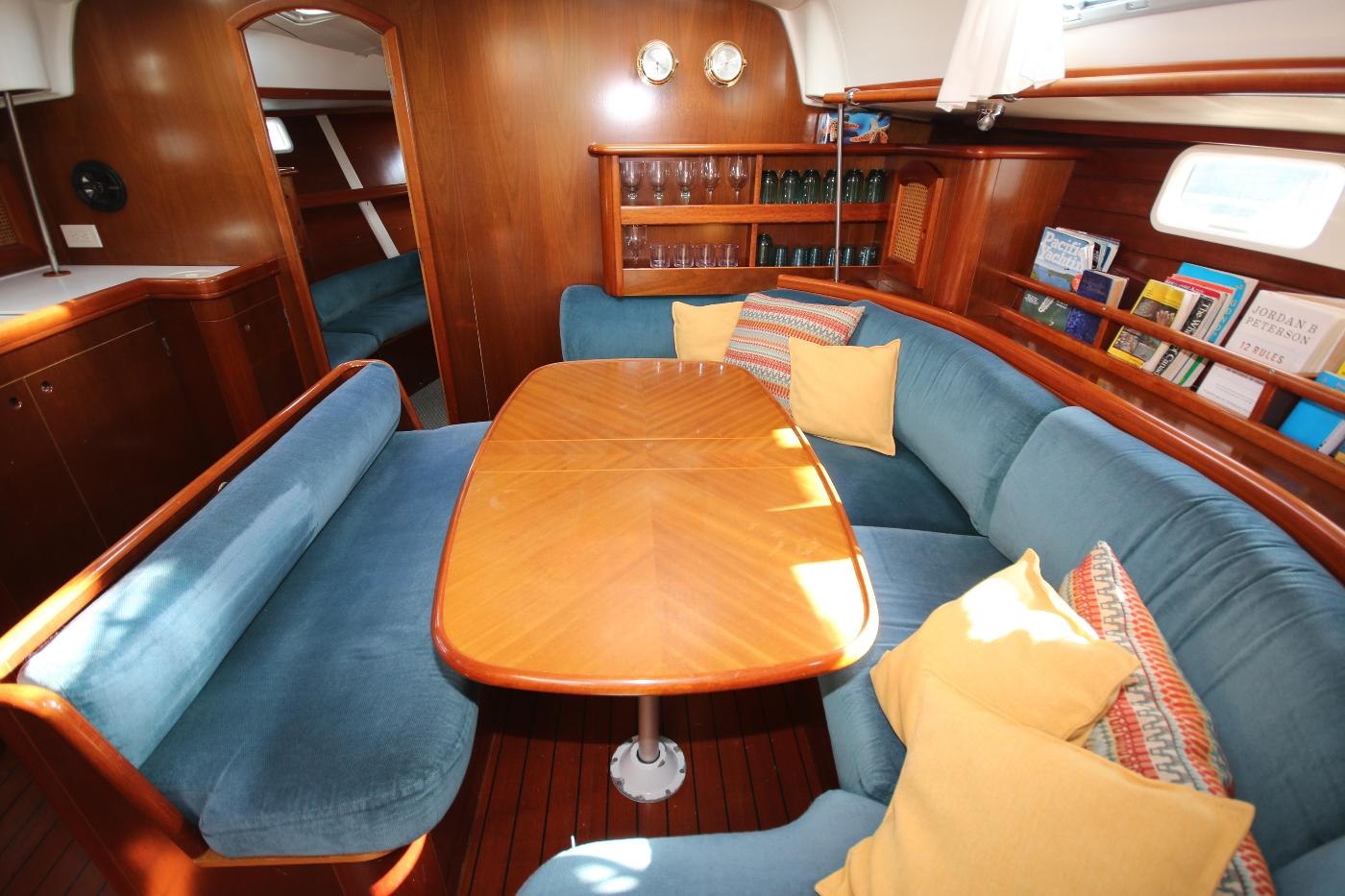 1997 Beneteau Oceanis 461, Dining table & settee