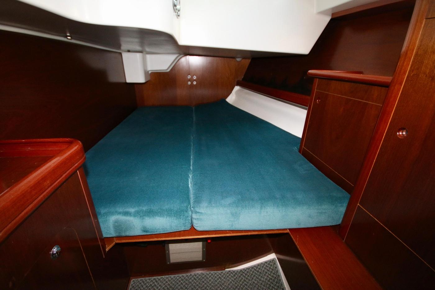 1997 Beneteau Oceanis 461, Portside cabin