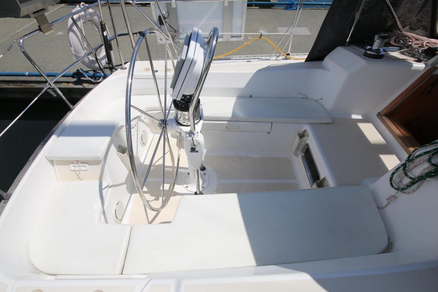 2003 Tartan 3700, Cockpit & Cushions