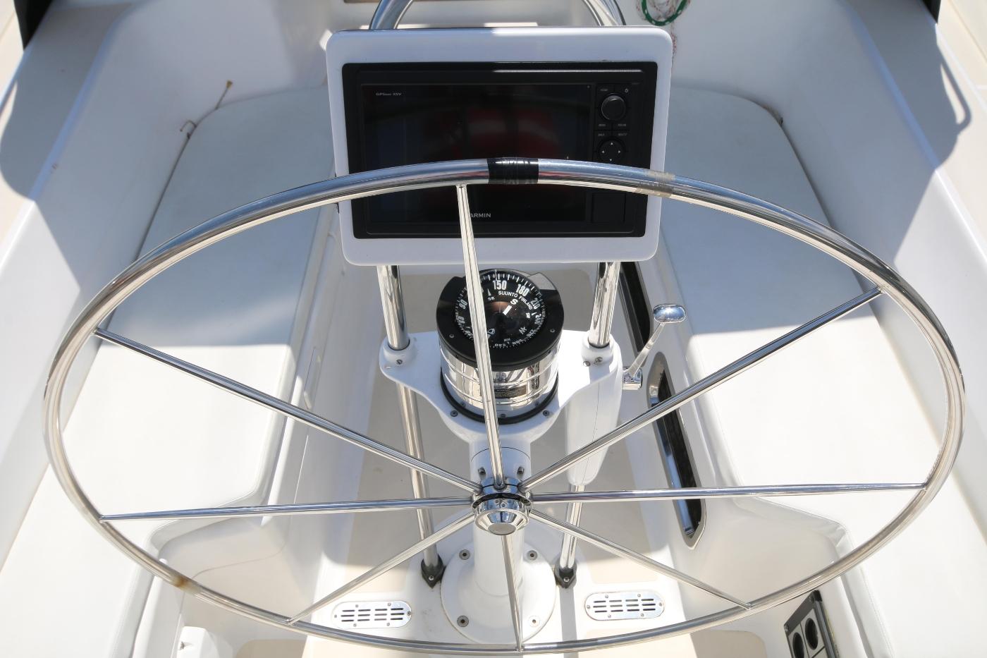2003 Tartan 3700, Pedestal & Helm