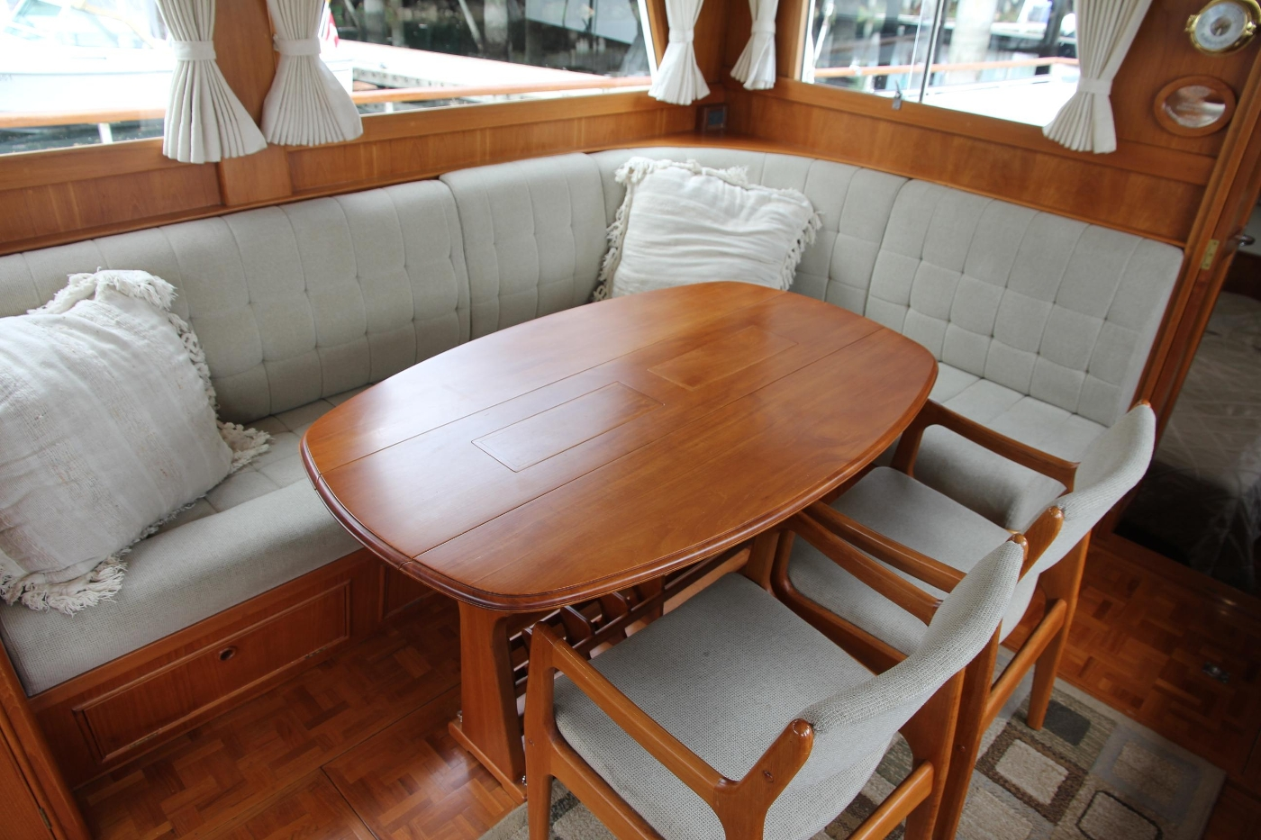 2001 Grand Banks 42 Classic, Dinning Table and Chairs