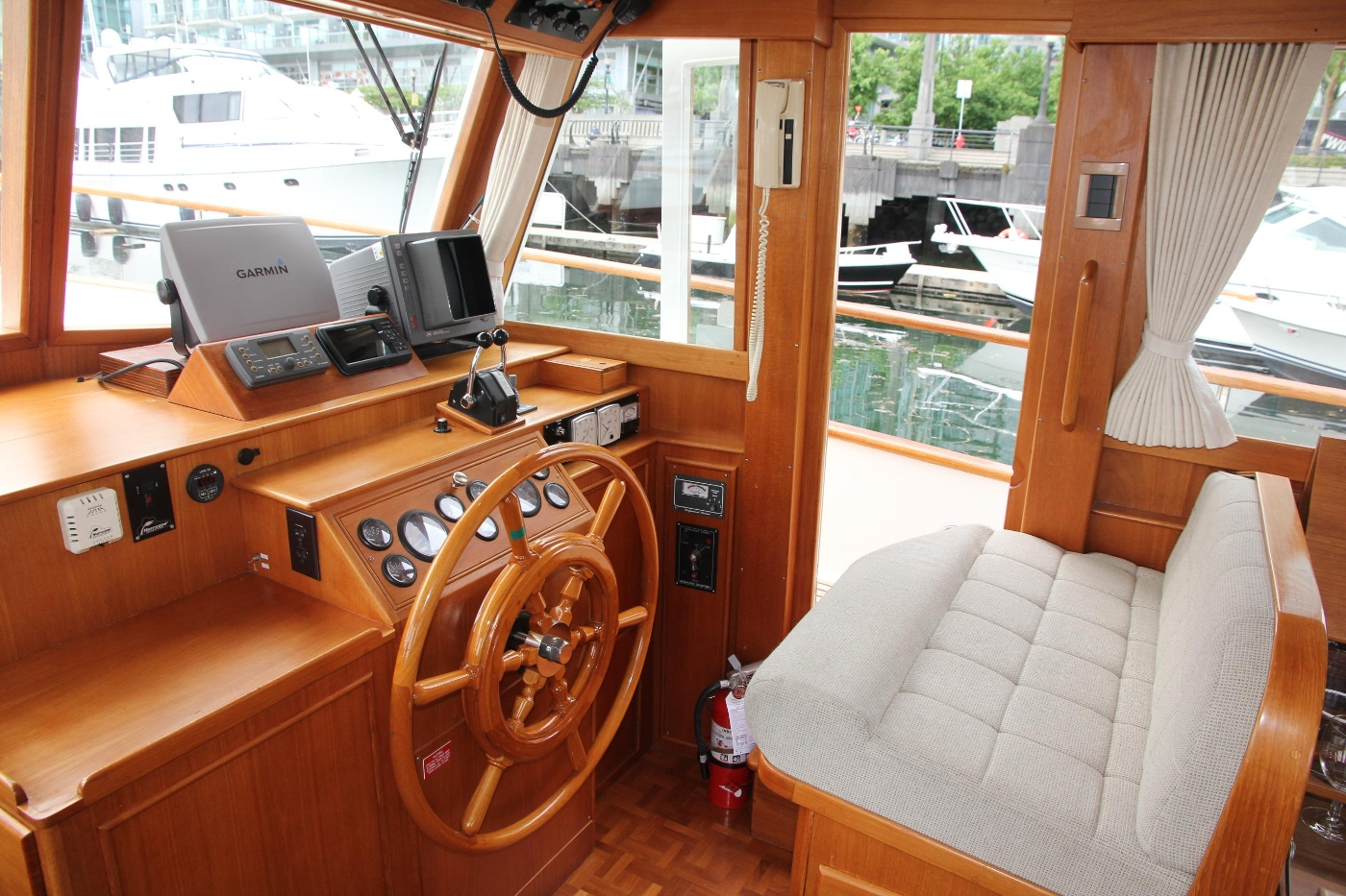 2001 Grand Banks 42 Classic, Lower Helm