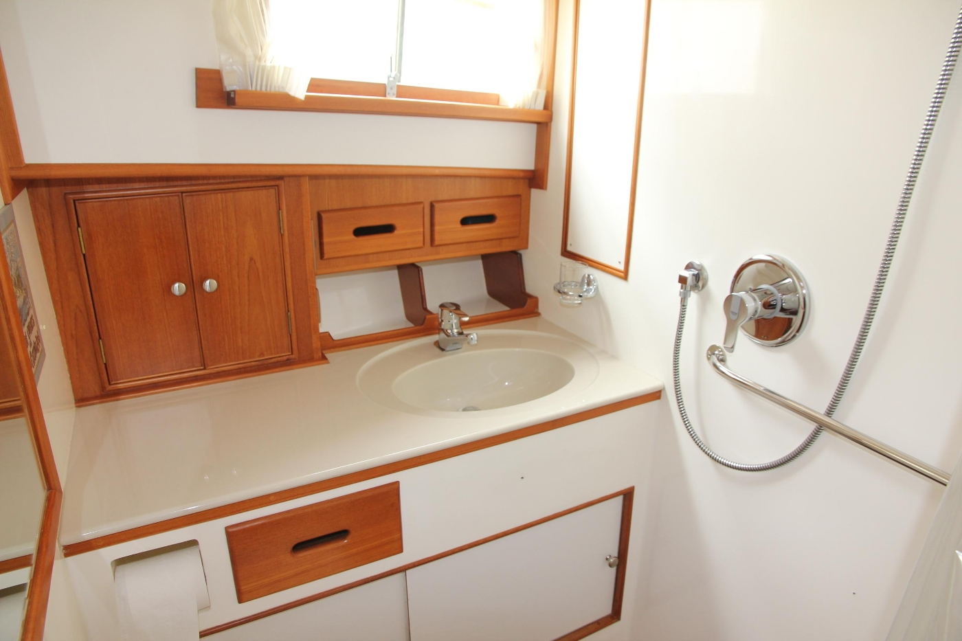 2001 Grand Banks 42 Classic, Ensuite Vanity and Sink