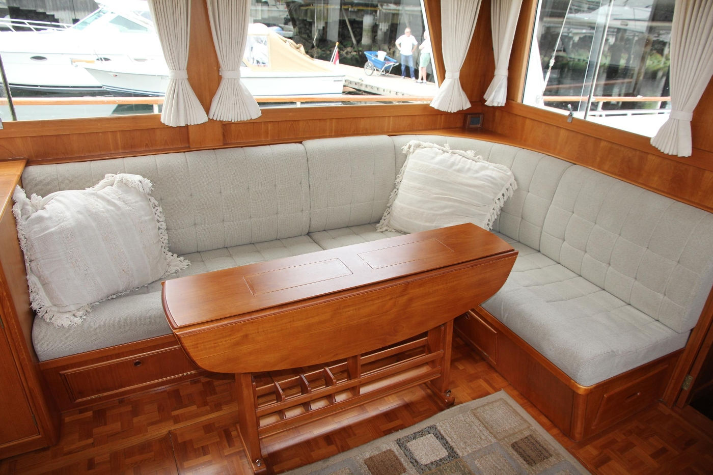 2001 Grand Banks 42 Classic, Starboard Settee