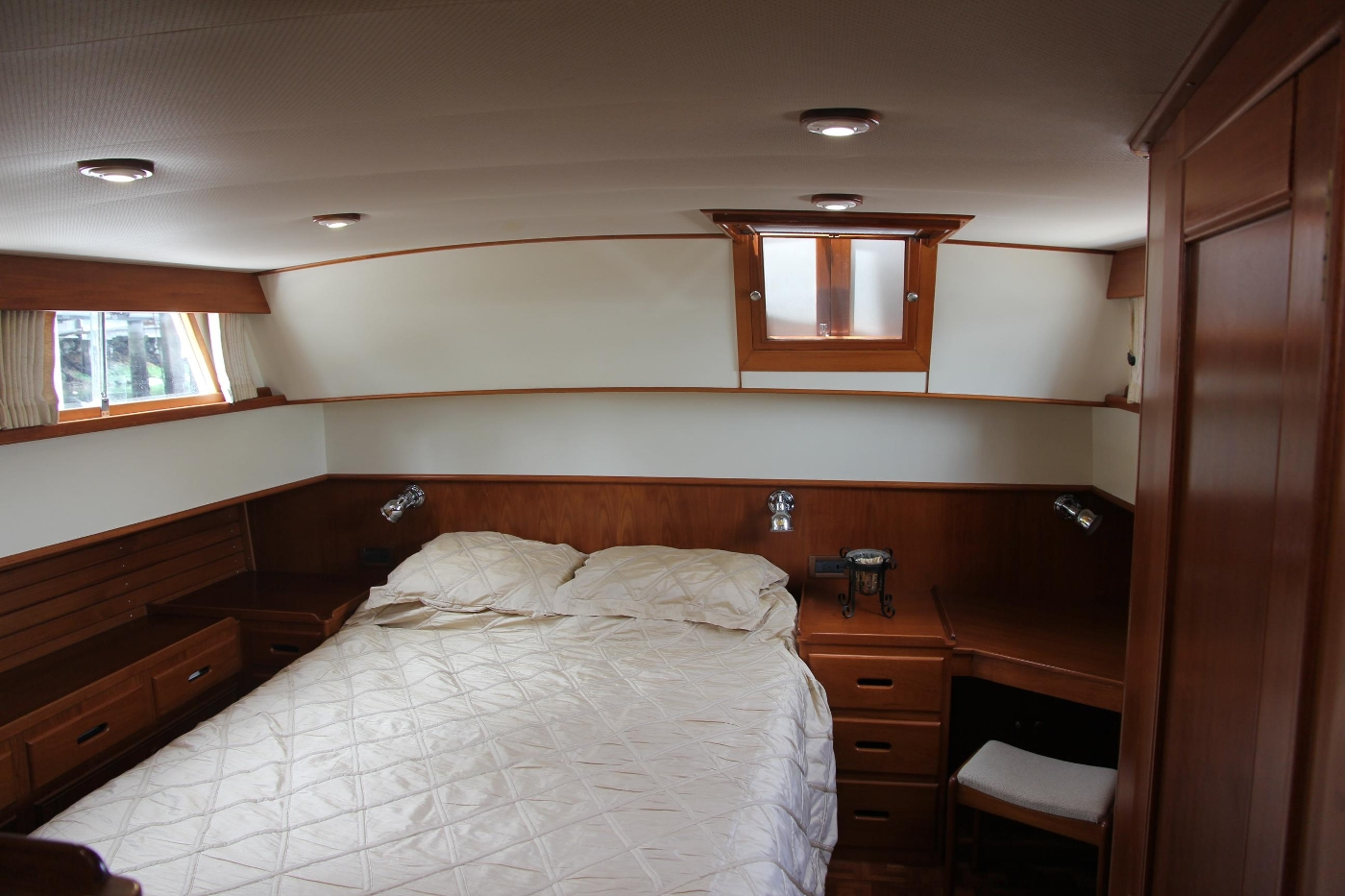 2001 Grand Banks 42 Classic, Master Stateroom