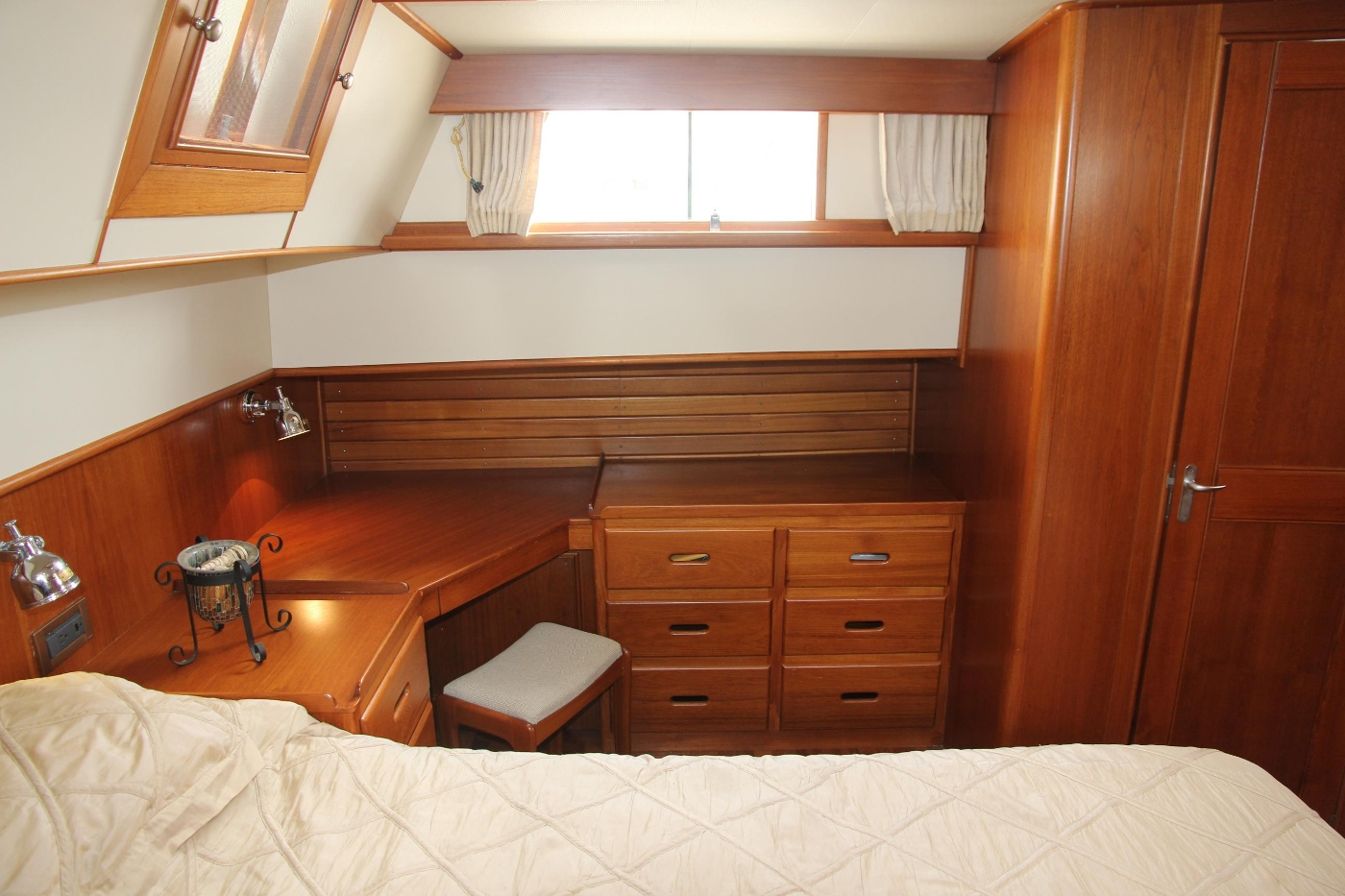 2001 Grand Banks 42 Classic, Desk and Cabinet Storage