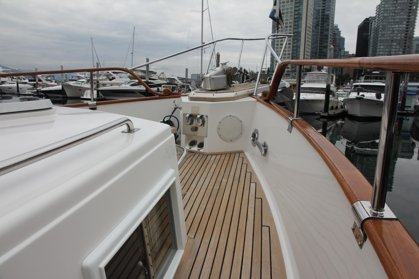 2001 Grand Banks 42 Classic, Foredeck Finishes