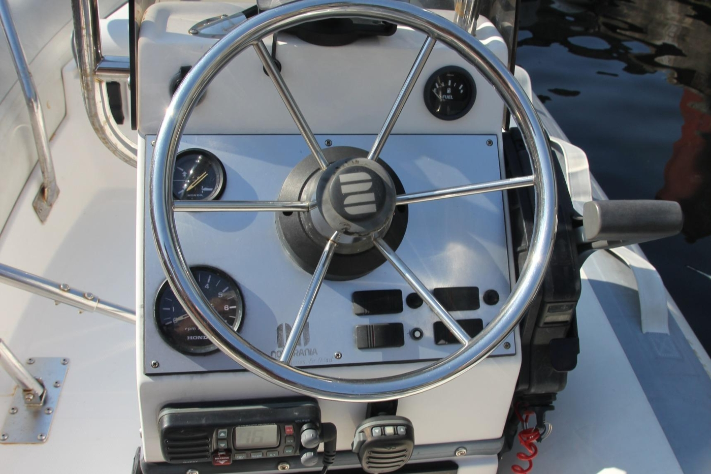 2001 Grand Banks 42 Classic, Tender Console