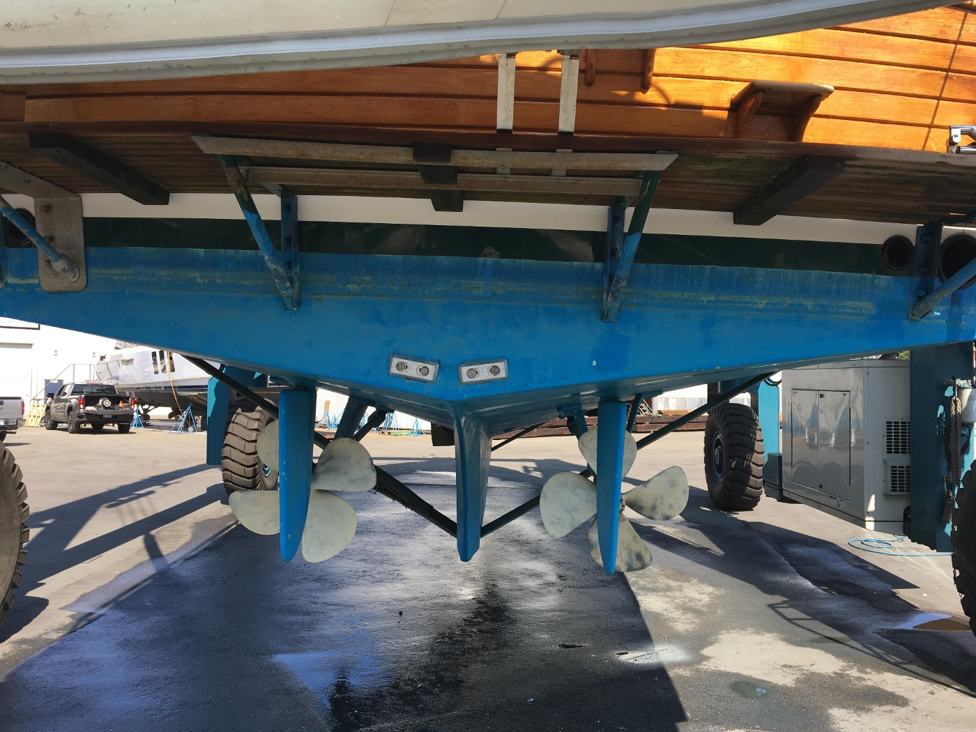 2001 Grand Banks 42 Classic, Rudder and Prop