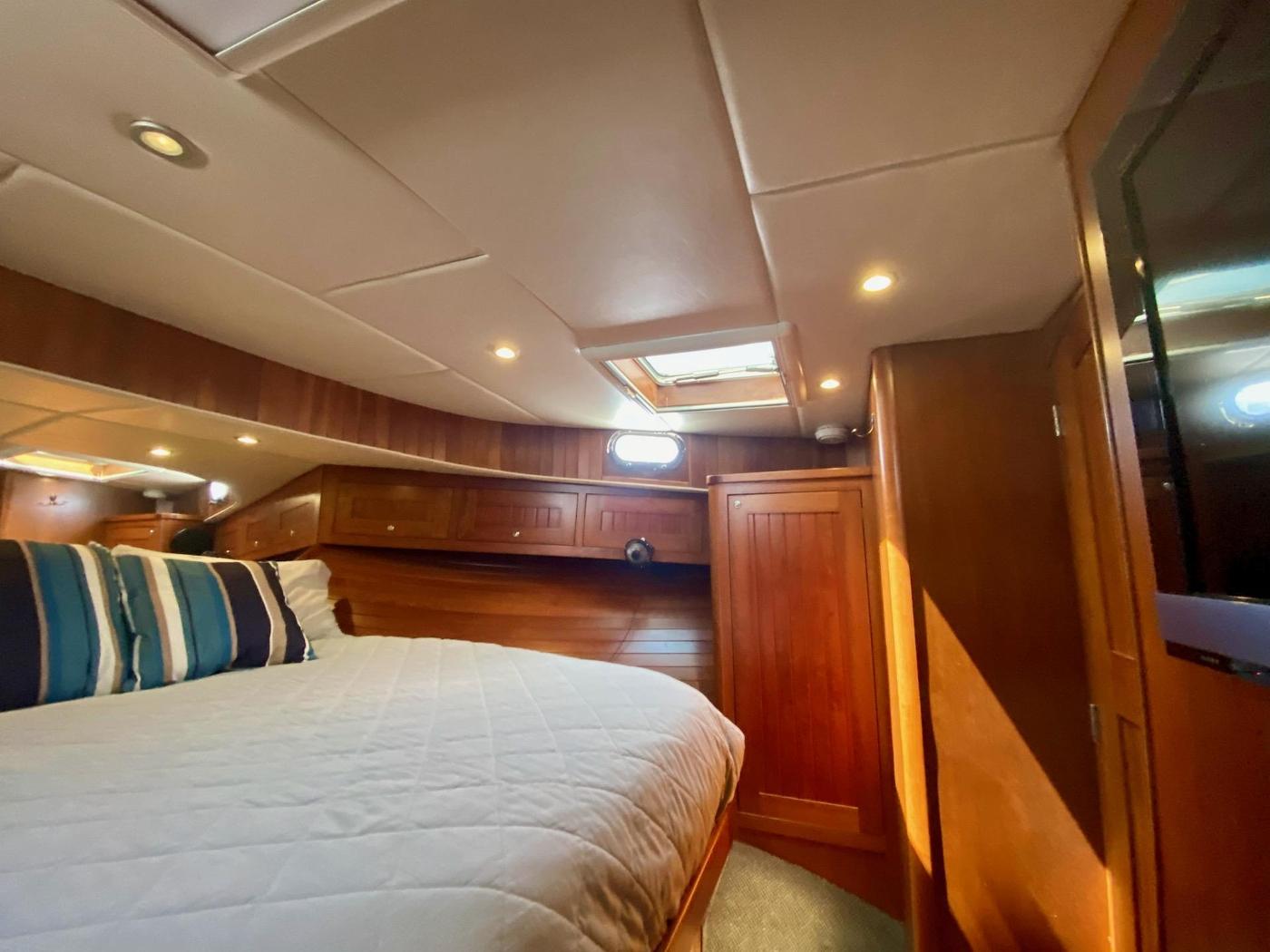 2010 Bracewell 41, Forward Cabin 7