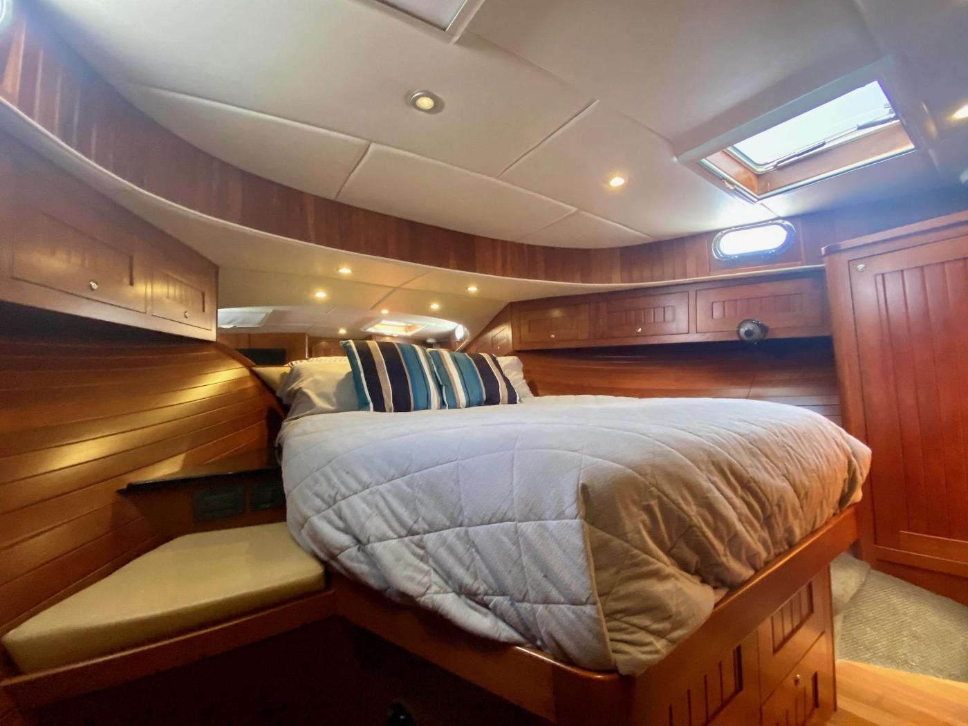 2010 Bracewell 41, Forward Cabin 8