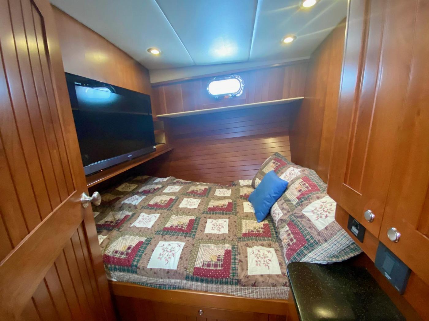 2010 Bracewell 41, Guest Cabin 1