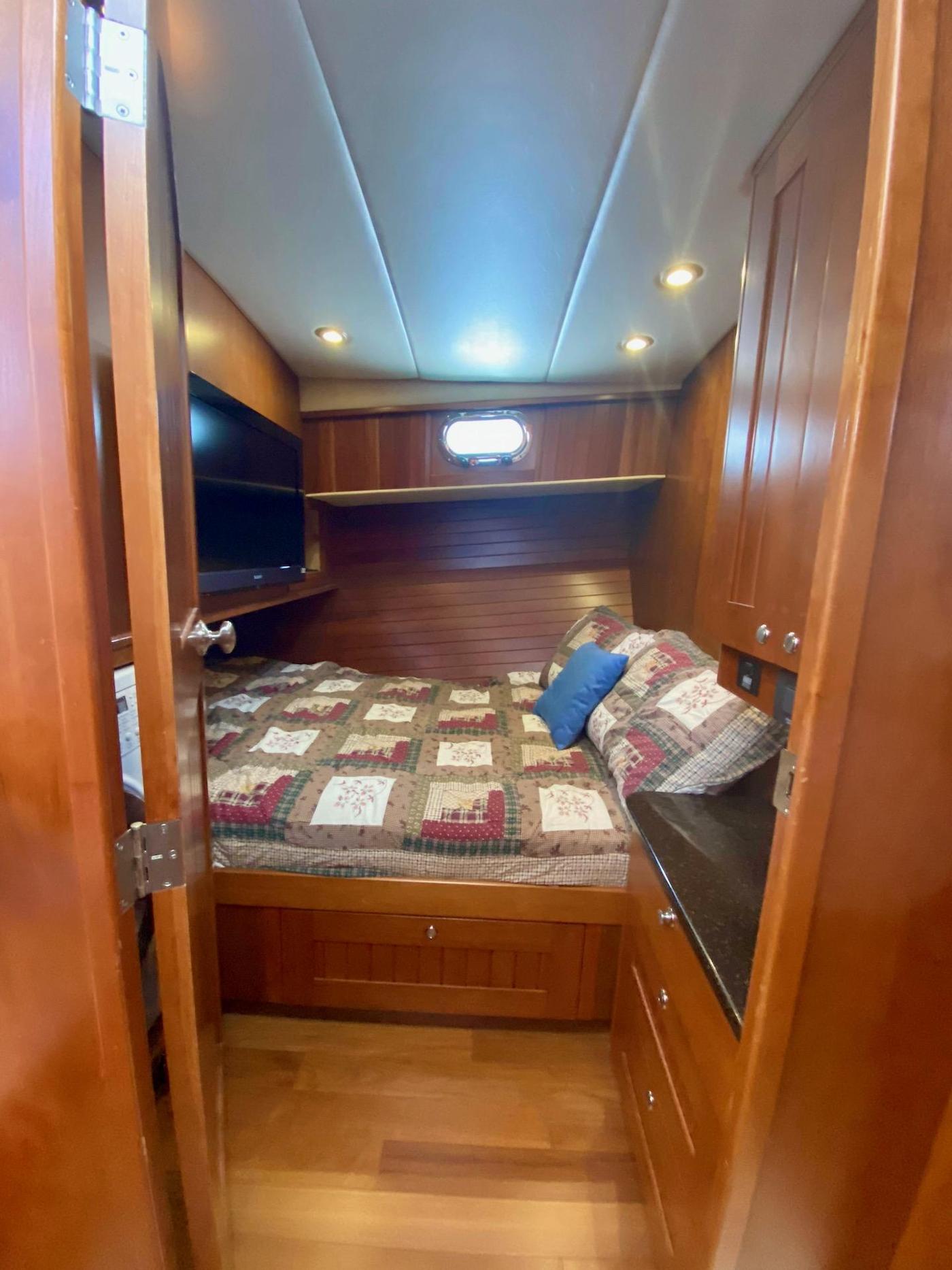 2010 Bracewell 41, Guest Cabin 3