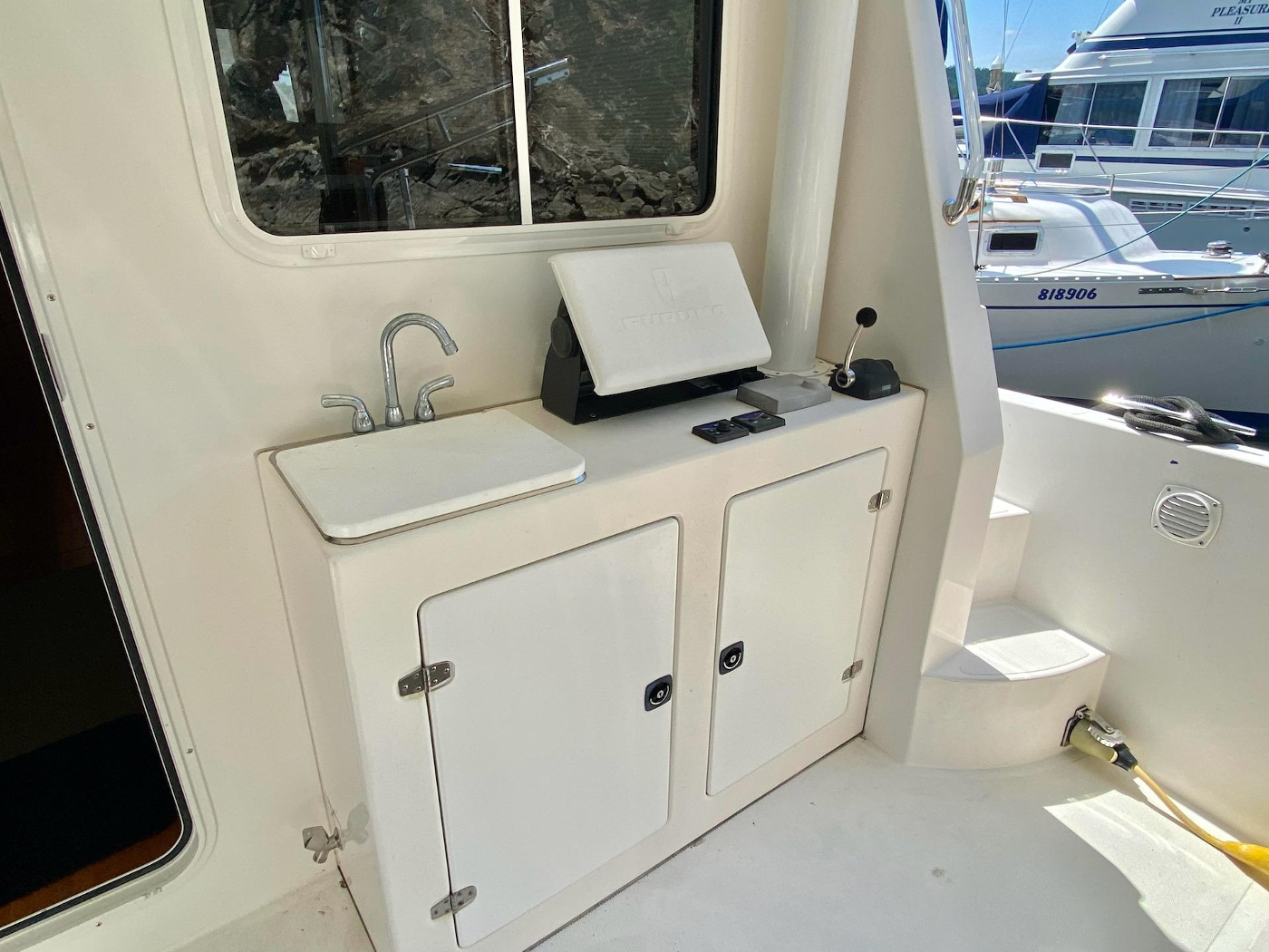 2010 Bracewell 41, Cockpit 3