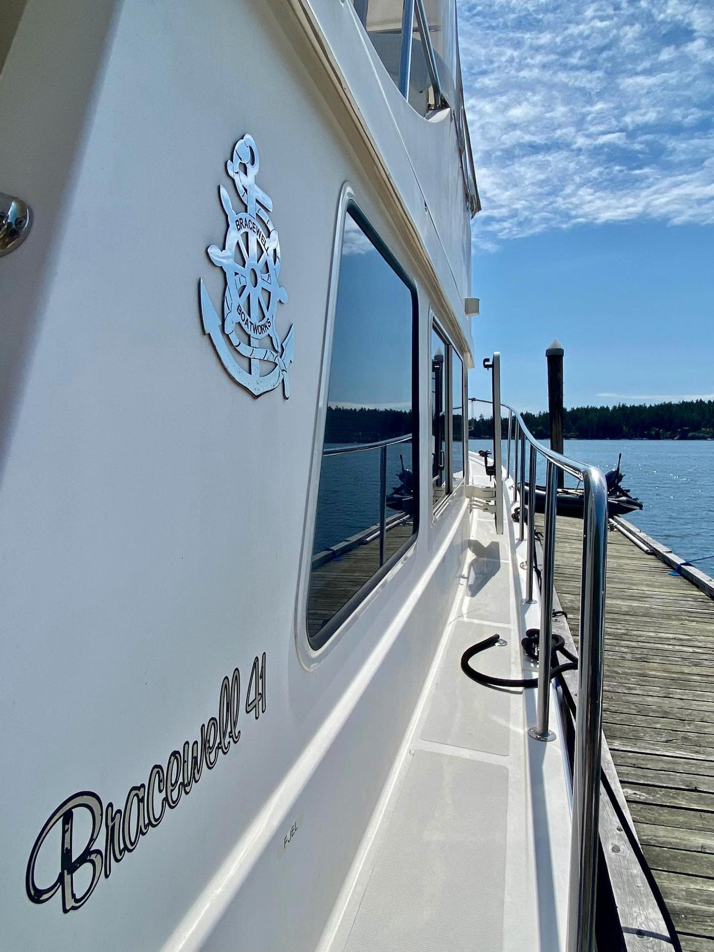 2010 Bracewell 41, Starboard Side Deck