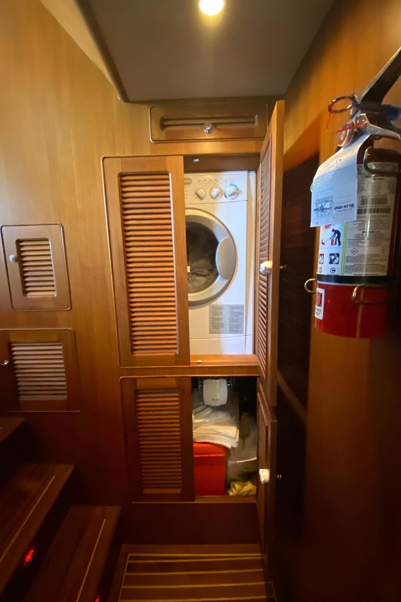 2011 Selene 45, Laundry