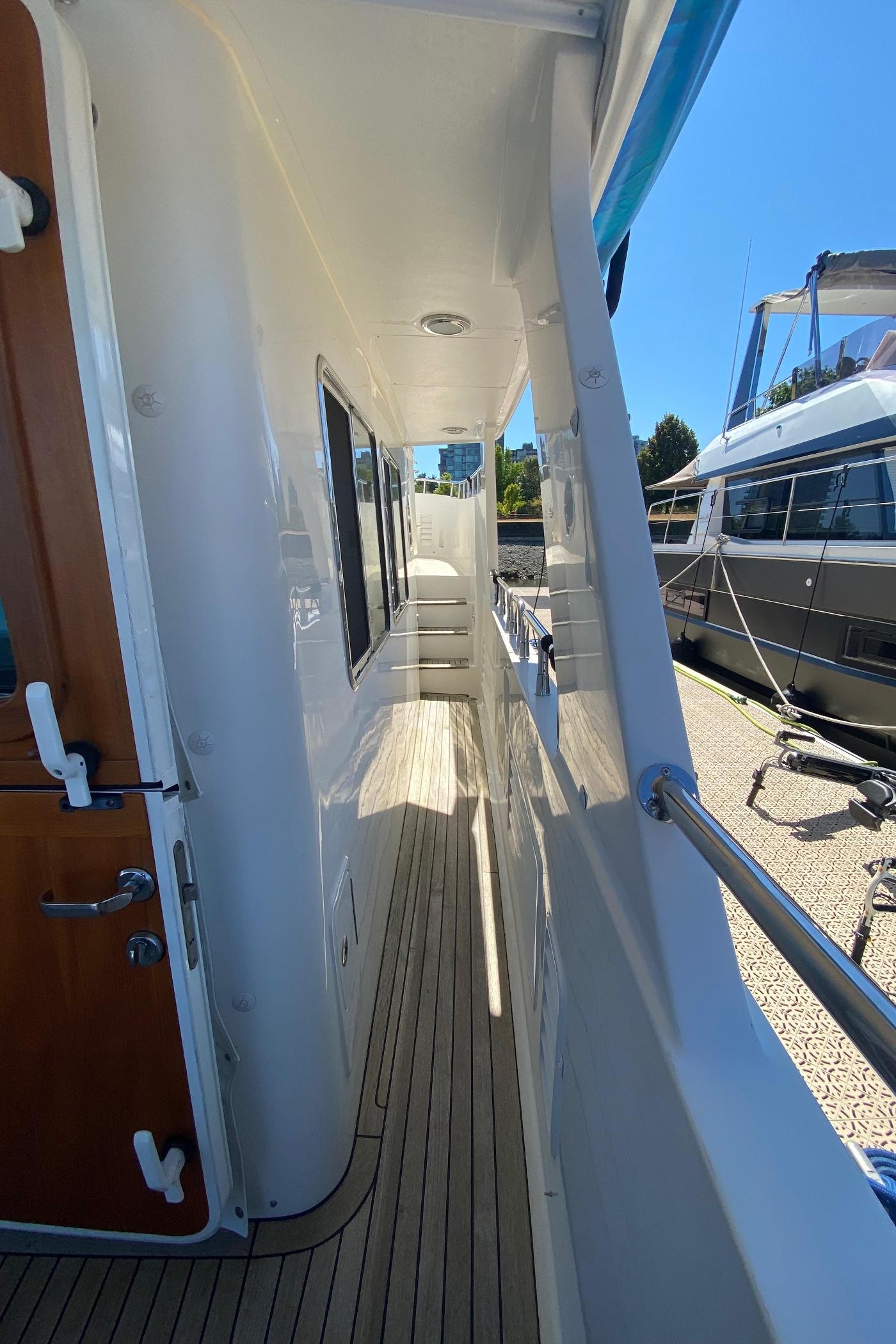 2011 Selene 45, Side decks
