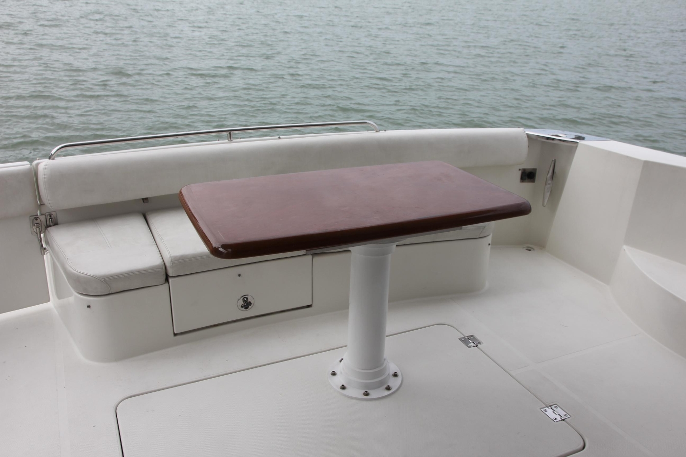 2005 Carver 560 Voyager Pilothouse, Transom Seating and Table