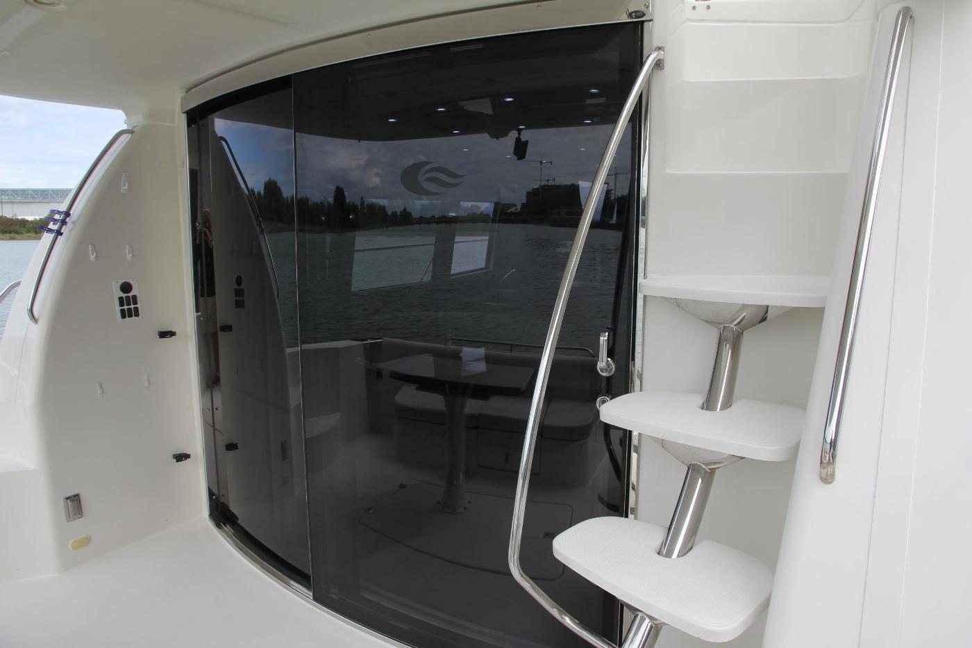 2005 Carver 560 Voyager Pilothouse, Salon Entry Door