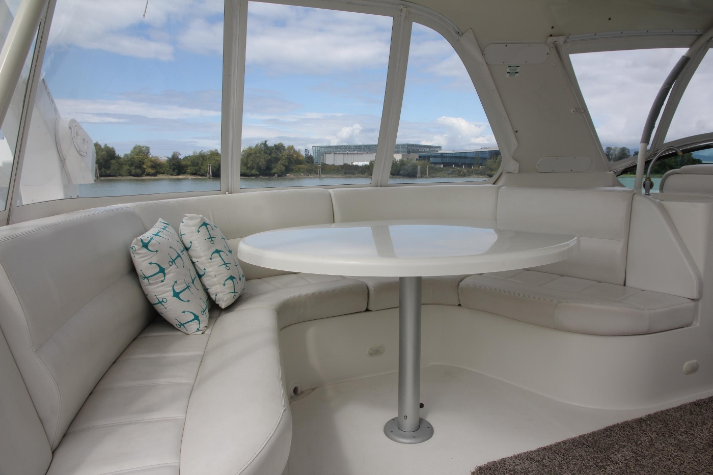 2005 Carver 560 Voyager Pilothouse, U-Shaped Sette and Table