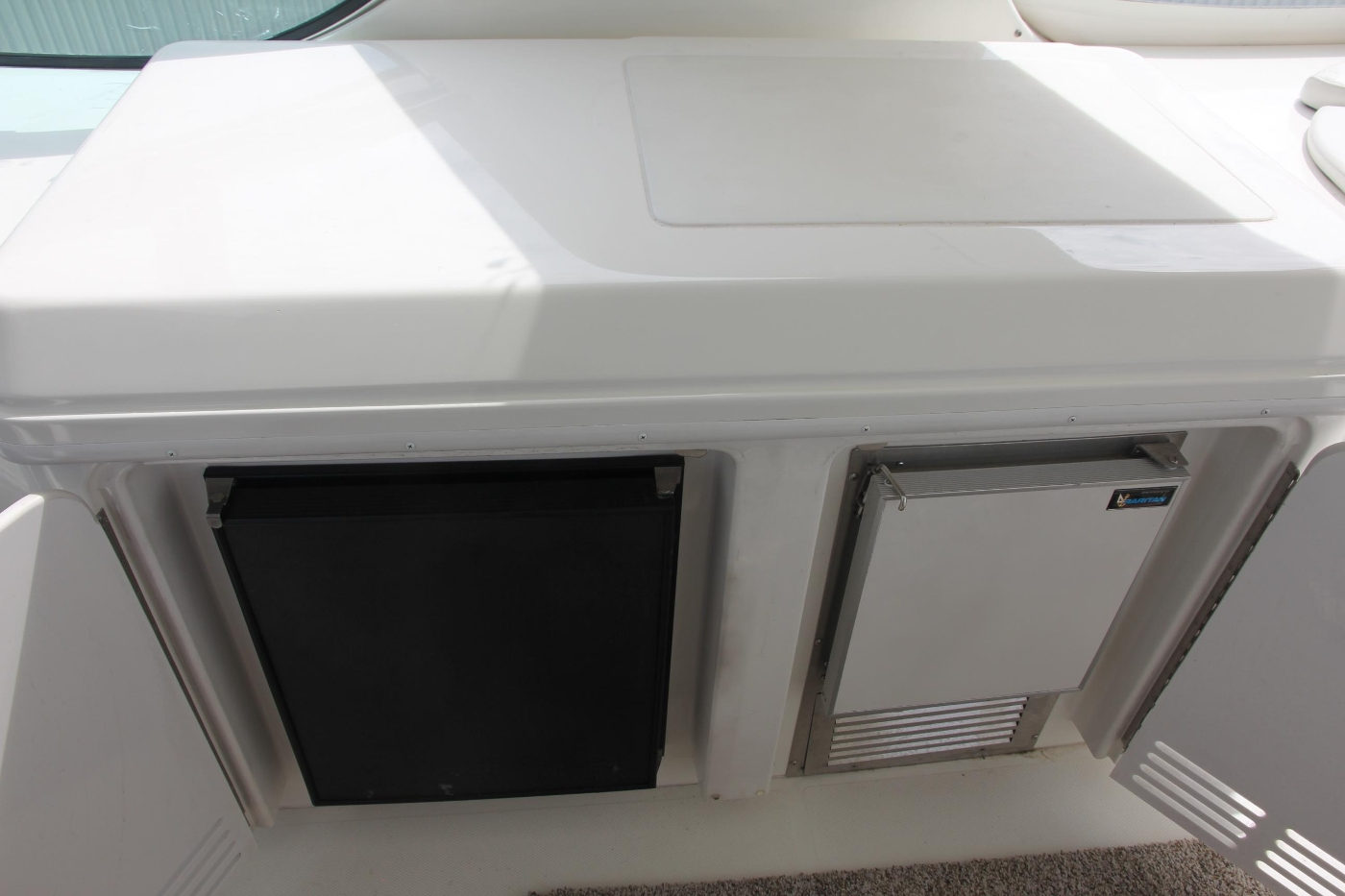 2005 Carver 560 Voyager Pilothouse, Fridge and Icemaker