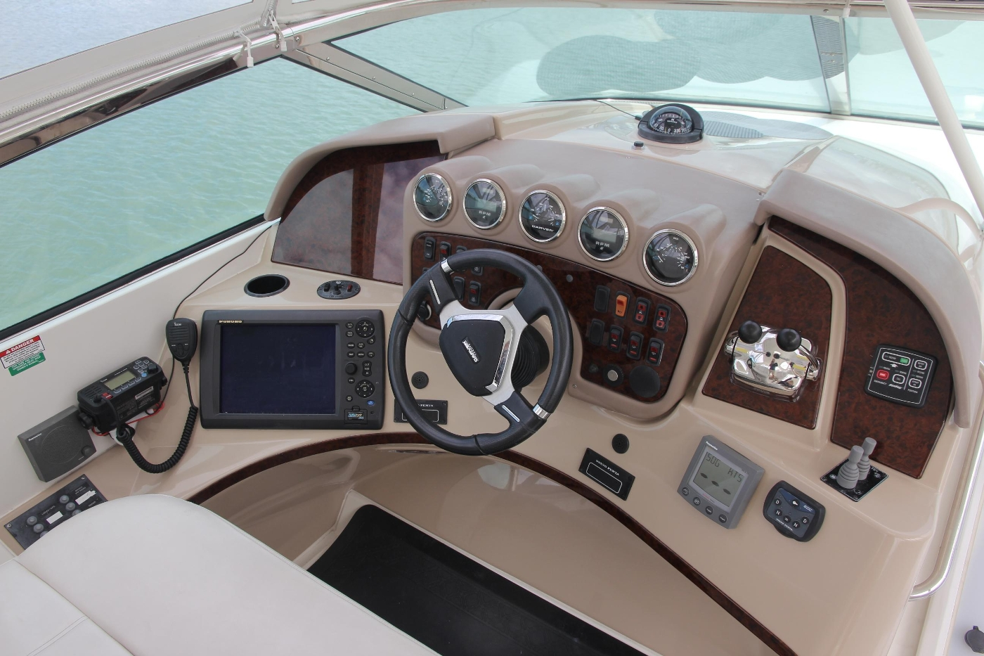 2005 Carver 560 Voyager Pilothouse, Helm Controls