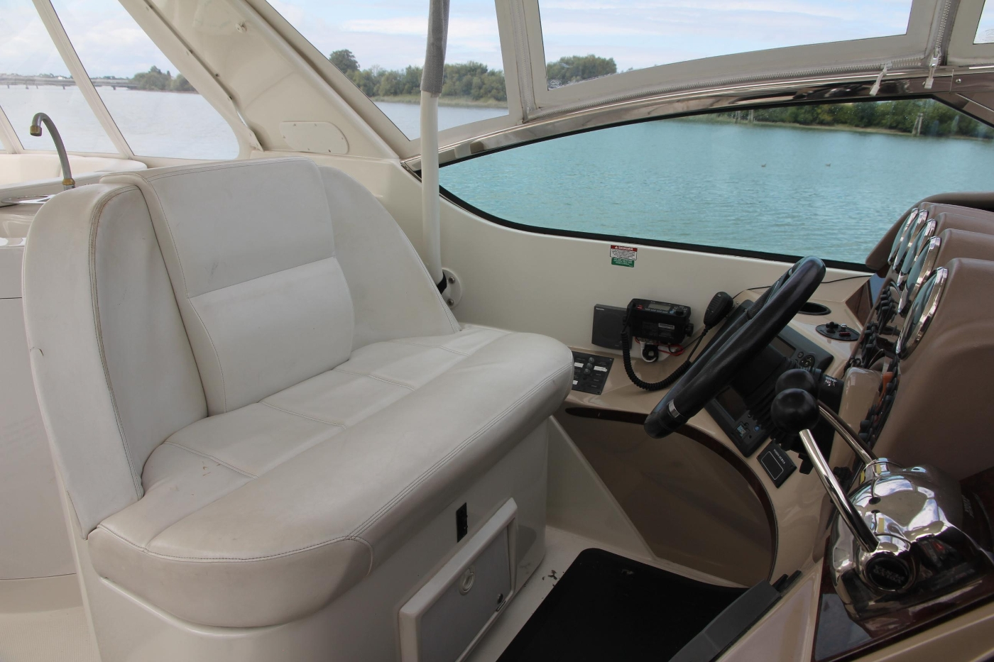 2005 Carver 560 Voyager Pilothouse, Double Helm Seat