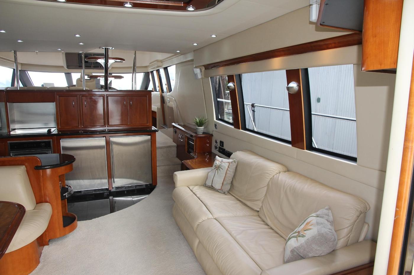 2005 Carver 560 Voyager Pilothouse, Starboard Side Salon