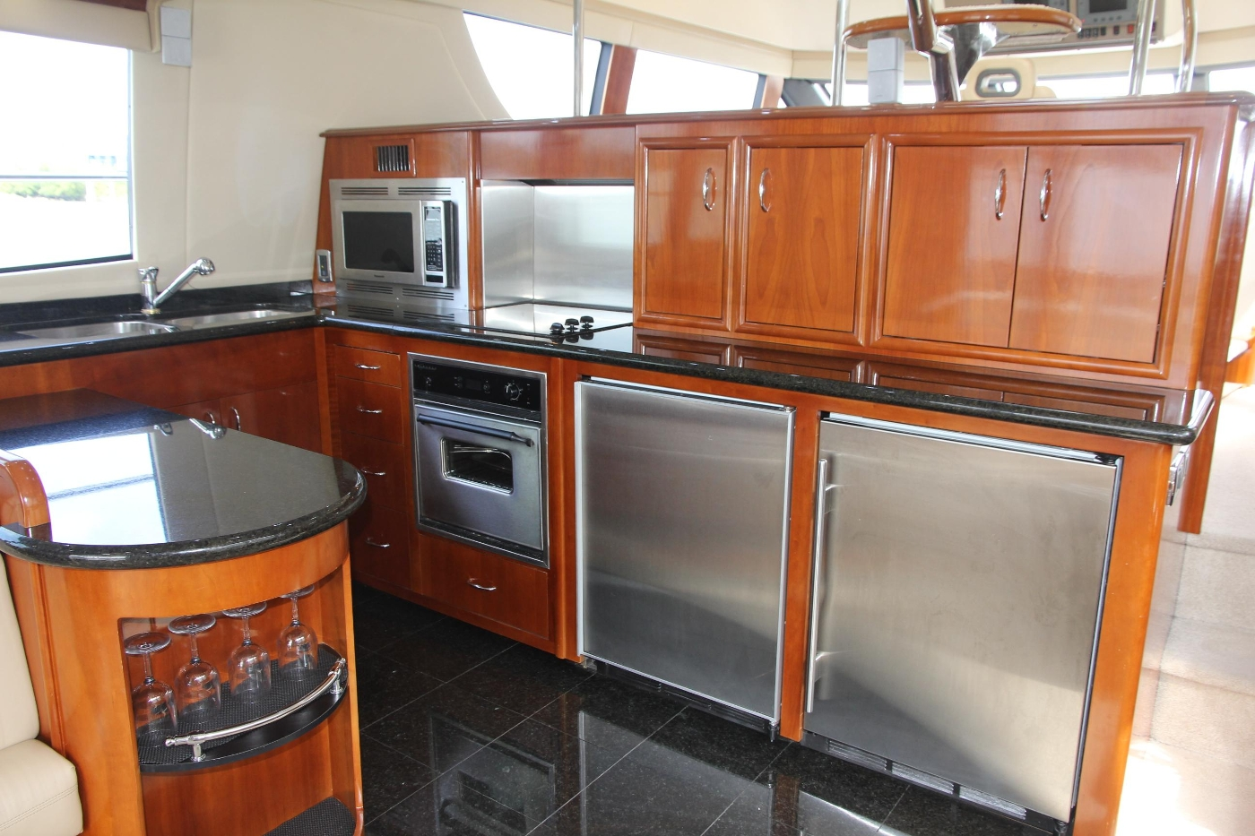 2005 Carver 560 Voyager Pilothouse, Portside Galley