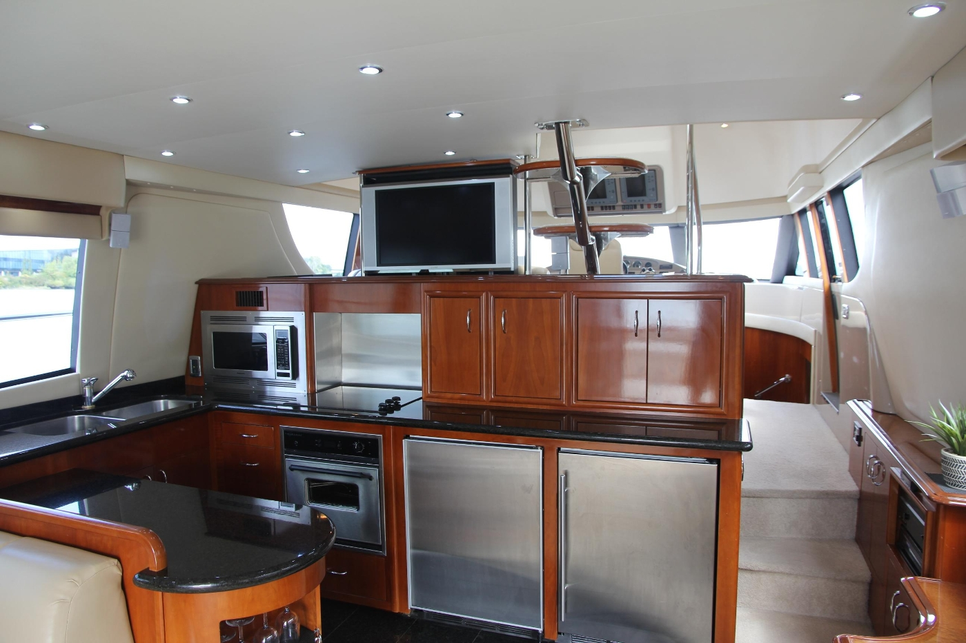 2005 Carver 560 Voyager Pilothouse, Salon Forward with TV Lift