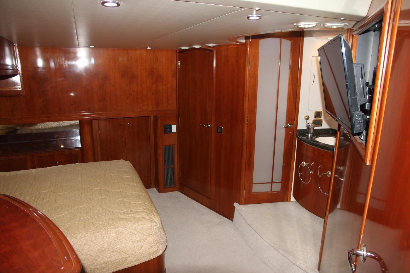 2005 Carver 560 Voyager Pilothouse, Master Stateroom
