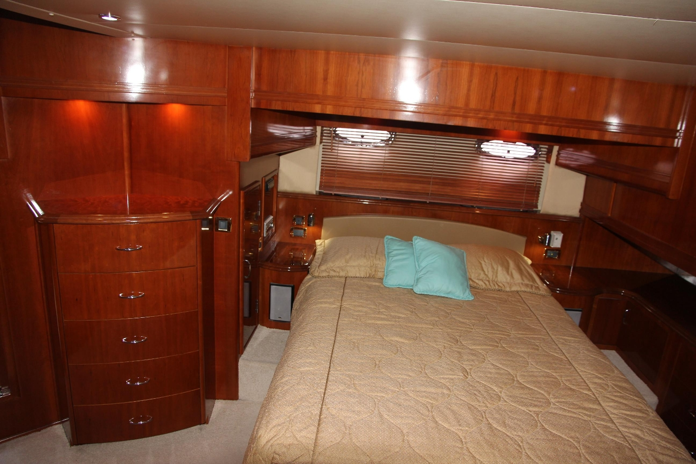 2005 Carver 560 Voyager Pilothouse, Island Queen Berth