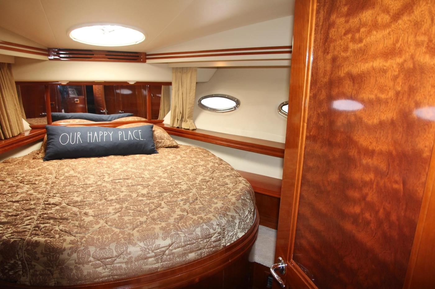 2005 Carver 560 Voyager Pilothouse, Forward VIP Cabin