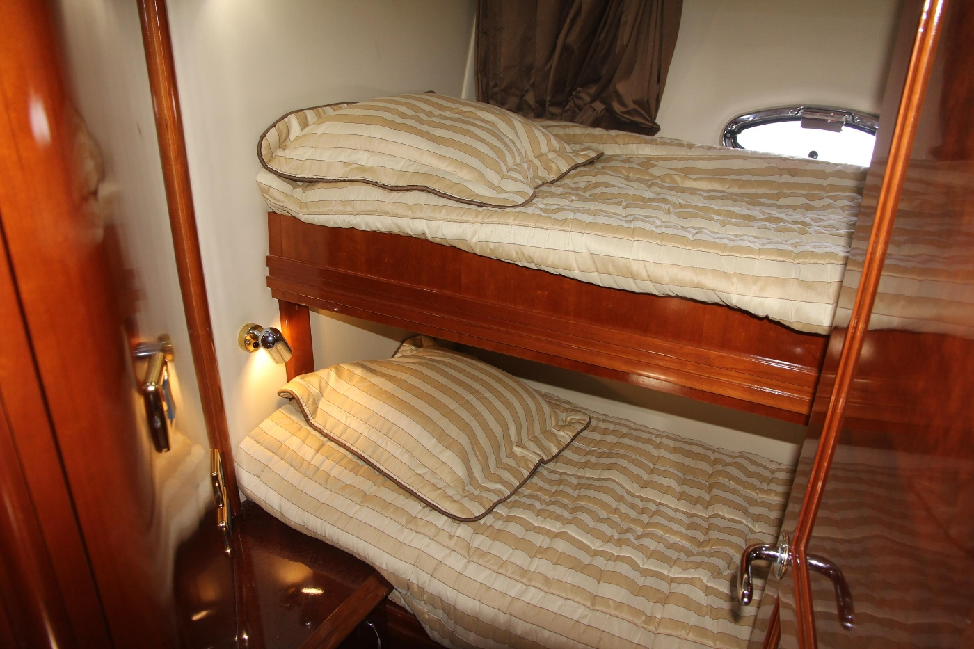 2005 Carver 560 Voyager Pilothouse, Guest Cabin